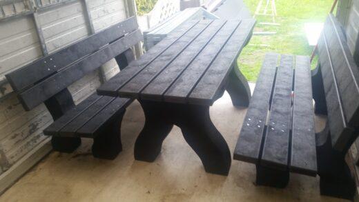 Ławki i stół